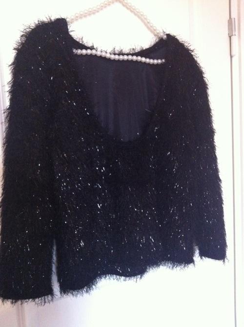 Ny tröja med öppen rygg från Nelly Trend roxenmosbloppis